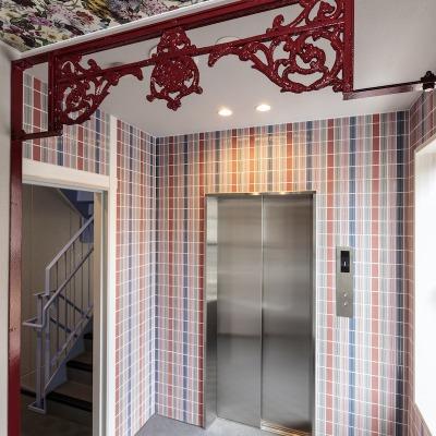 アイアングリルが美しいエレベーターホール(ガーデンのイメージ)